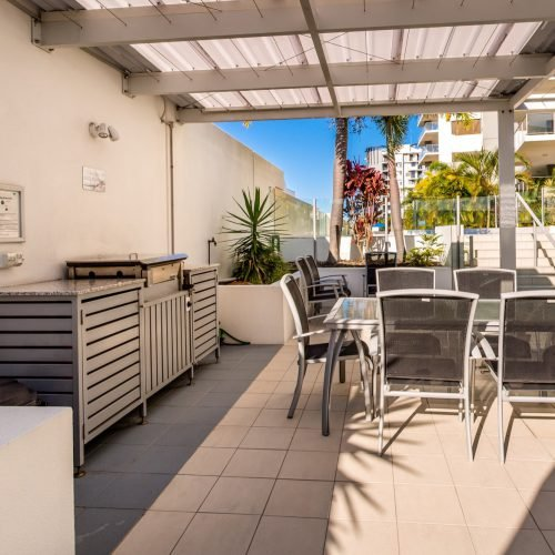 pool-bbq-m1-resort-sunshine-coast-24